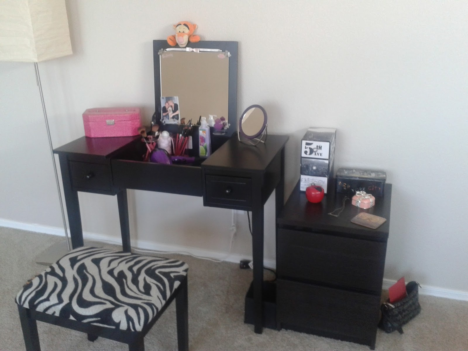 mandi loves makeup mon nouveau meuble de rangement makeup. Black Bedroom Furniture Sets. Home Design Ideas