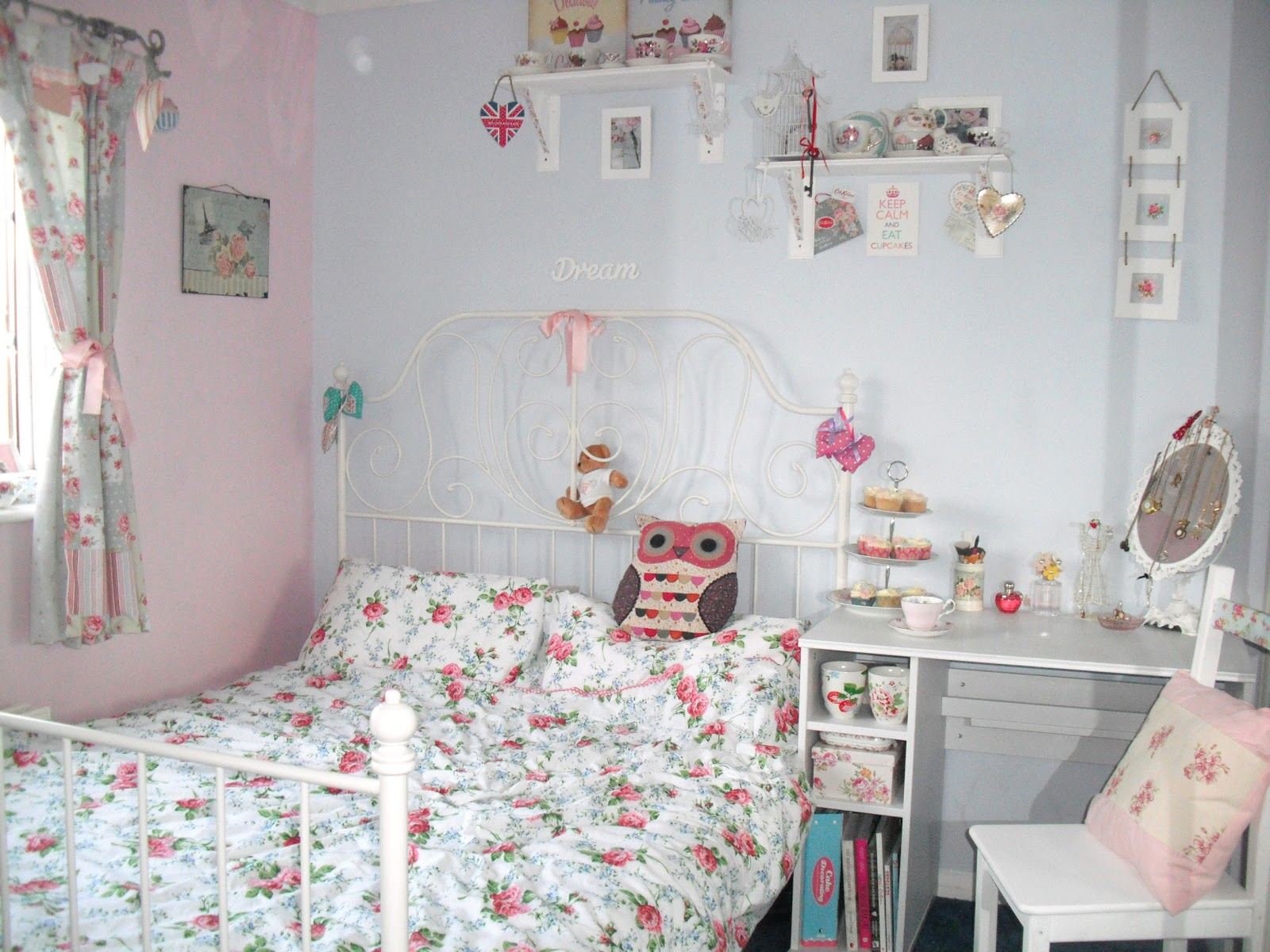 Win 100 ITunes Vouchers With Layezee Shabby Chic Bedroom