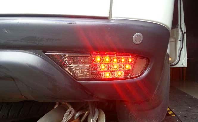 Kenapa Lampu Rem Kendaraan harus berwarna merah?