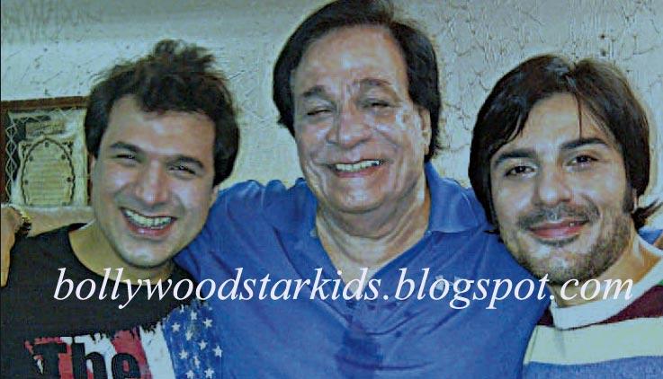 Kader Khan With His Sons Sarfaraz and Shahnawaz To Stage a Series of    Kader Khan Wife