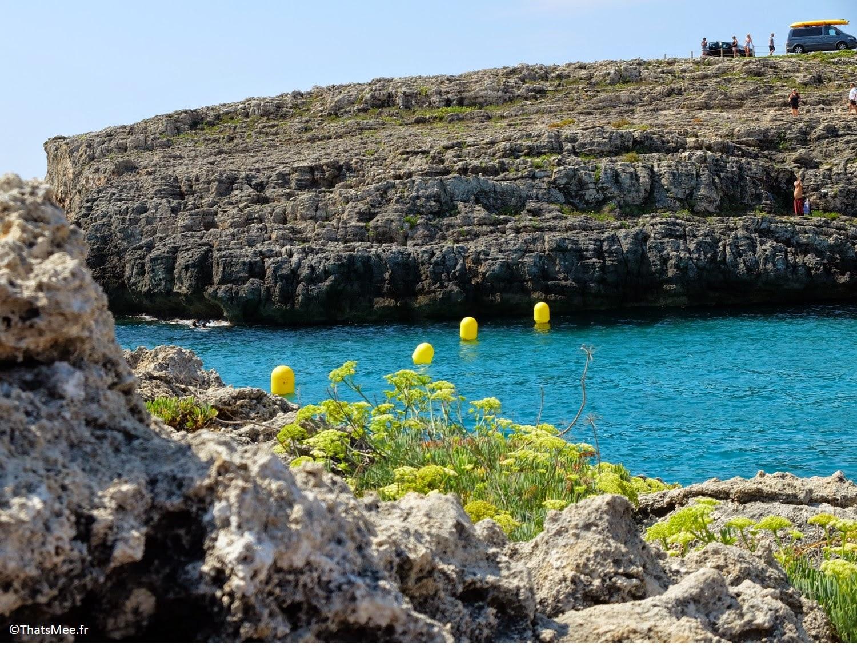 Plage de Binidali Sud-Est Minorque jolie crique bouées jaunes Menorca