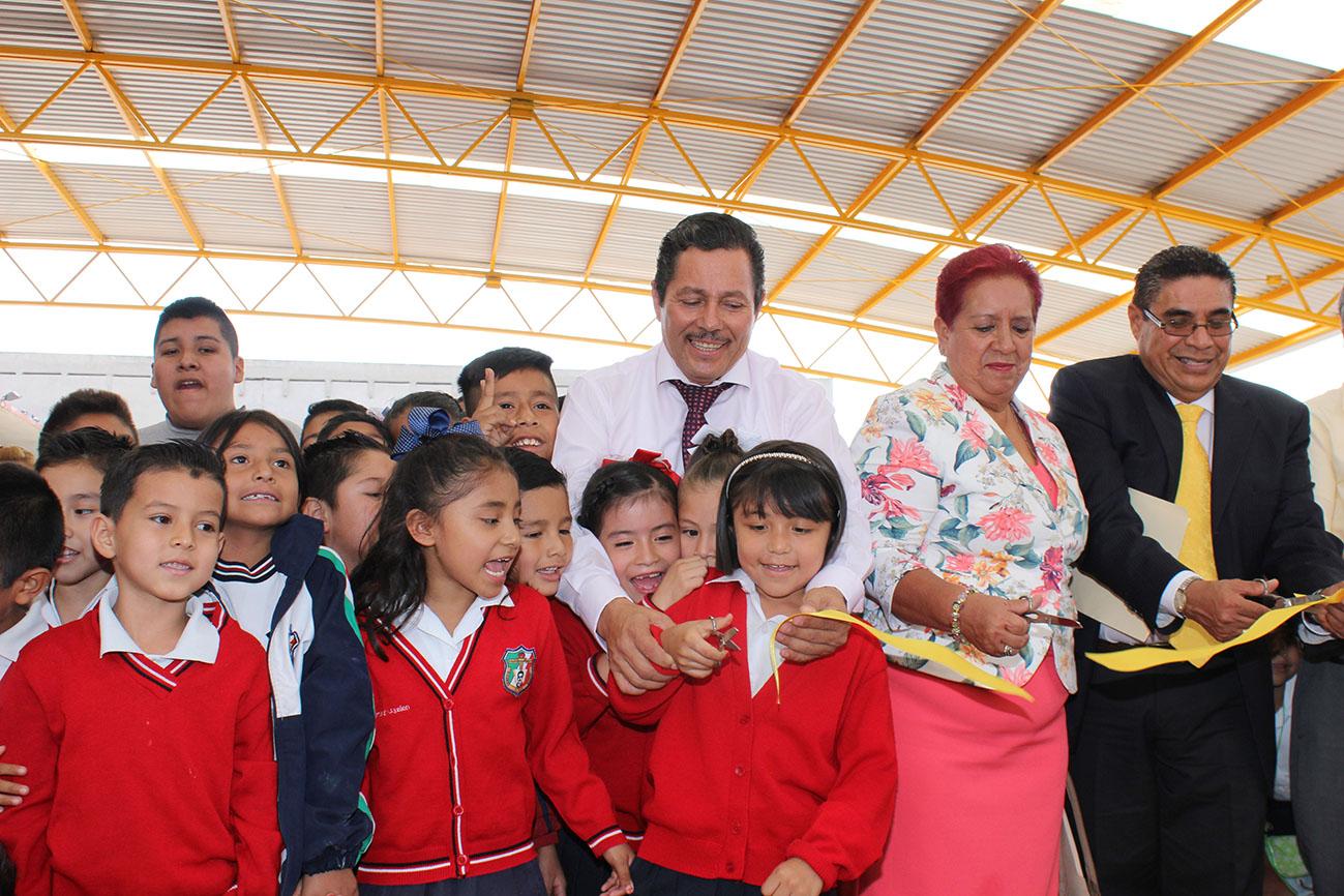 EL ALCALDE RICARDO GALLARDO JUÁREZ ENTREGA TECHADO EN LA PRIMARIA RICARDO FLORES MAGÓN