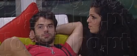 Tatiana simula sexo oral em Rúben