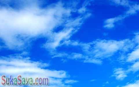 Benarkah Langit Dan Air Laut Tidak Punya Warna?