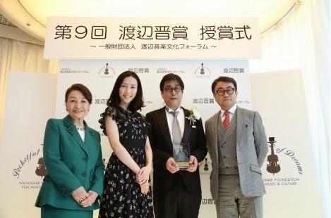 (左から)渡辺プロダクショングループ代表・株式会社渡辺プロダクション名誉会長の渡辺美佐氏、木村佳