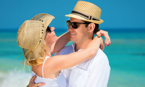5 Romantic Ways to Make Your Girlfriend Happy,man woman in love romance couple girl beach sun