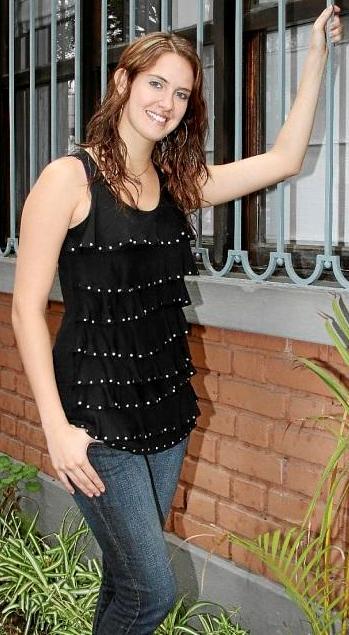Emilia Drago posando para sus fans