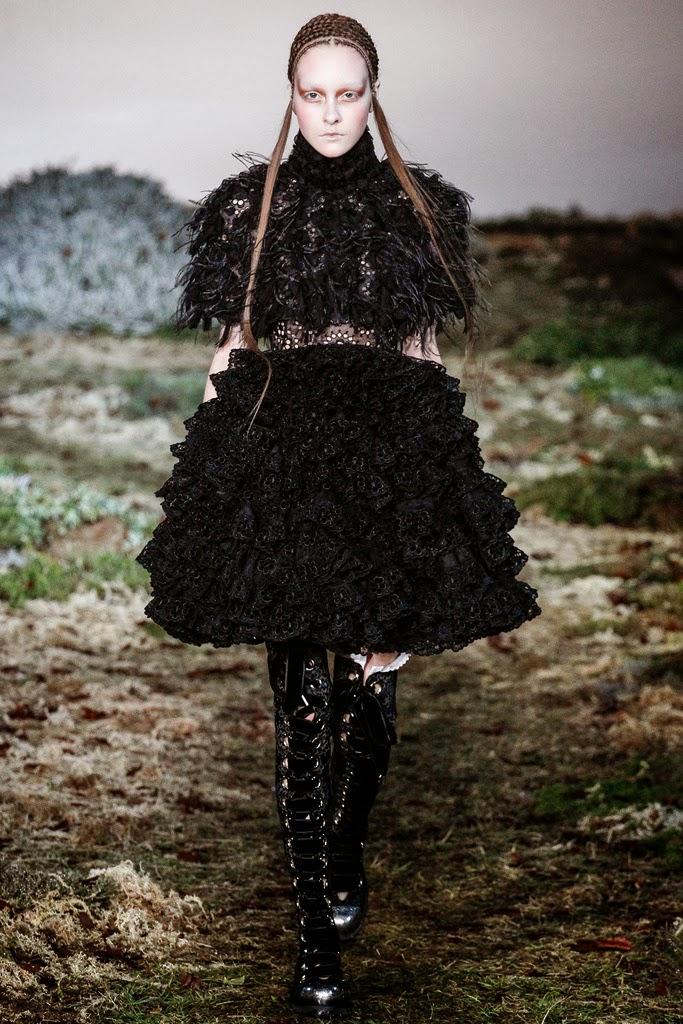 Alexander McQueen Paris Fashion Week Otoño Invierno 2014-2015 33