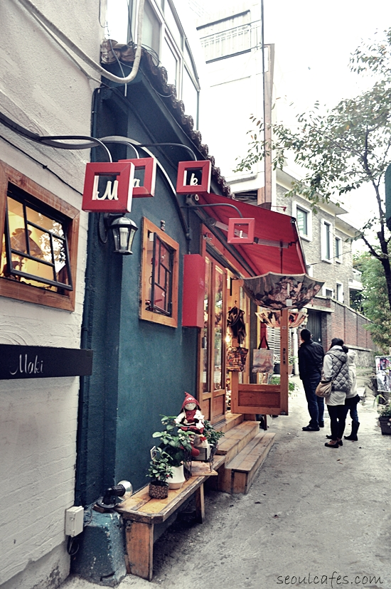 samcheongdong autumn fall seoul cafes