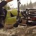 Ποδηλάτης αψηφά την βαρύτητα και πηγαίνει παράλληλα με το έδαφος.