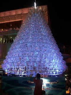 Pohon Natal Indah Dari Berbagai Benda