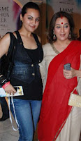 Sonakshi in black top, blue jeans and mother in red salwar kameez