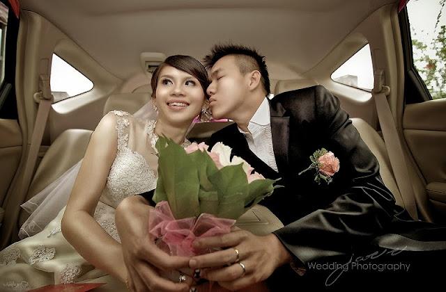 closing eyes in the bridal car
