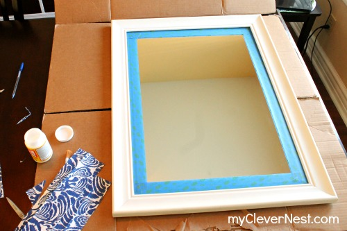 quick mirror makeover using napkins. clever nest