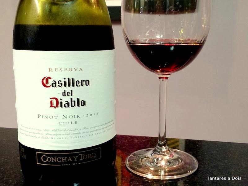 Kết quả hình ảnh cho casillero del diablo pinot noir