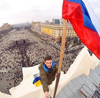 ruská vlajka nad Charkovom
