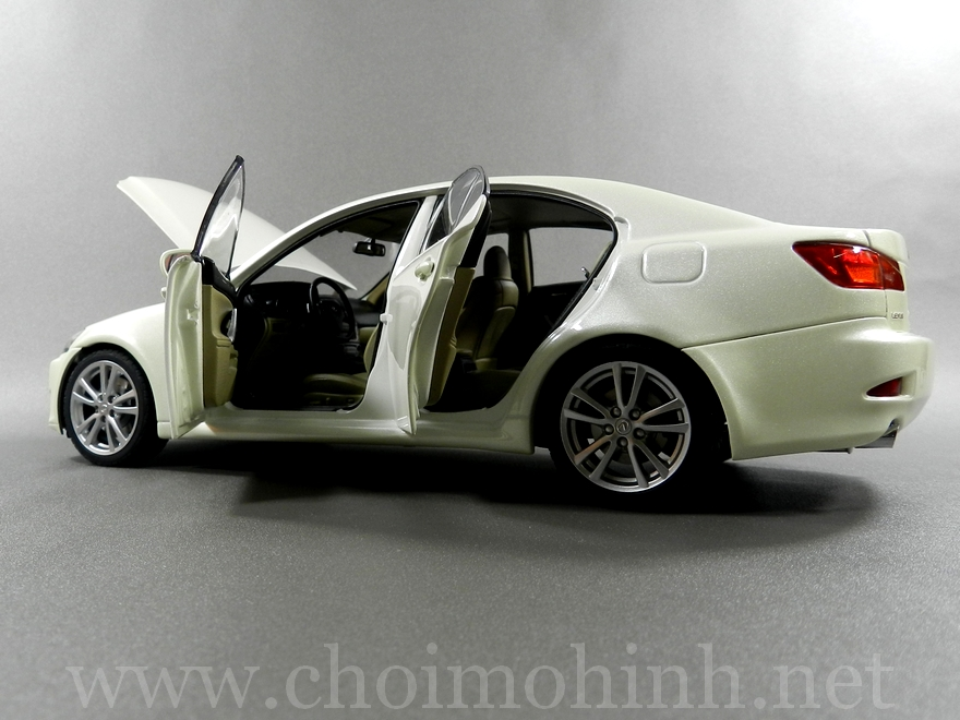 Lexus IS 350 2006 1:18 AUTOart white door
