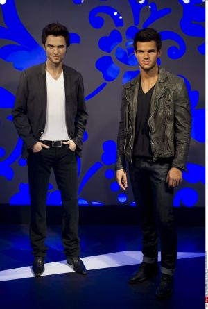 Rob and taylor lautner wax statue