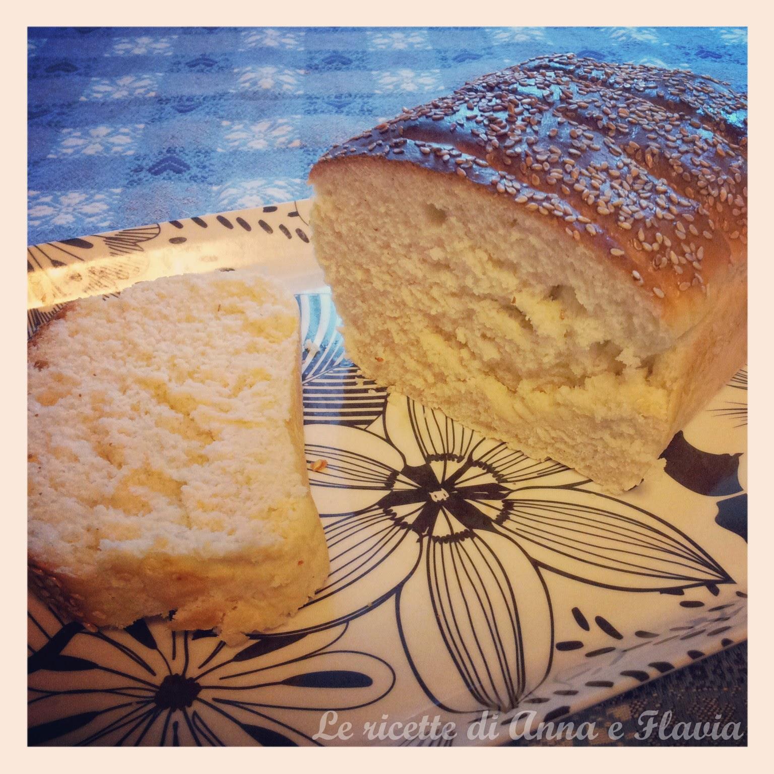 pane al latte con semi di sesamo