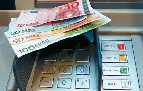 Εικόνα έξω από ATM στη Λάρισα που συγκλονίζει!