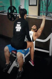funny picture man and woman in gym