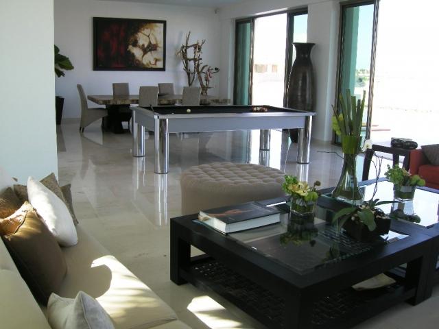 Decoraci n minimalista y contempor nea distribuci n de muebles de cuarto de juegos amplio - Decoracion cuarto de estar ...
