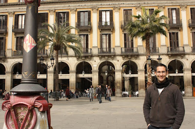La Plaça Reial inside the Barcelona Gothic Quarter