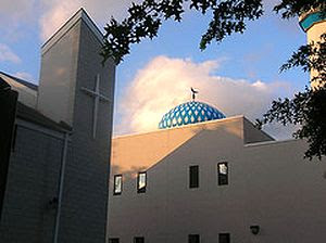 Construyen la casa de dios una iglesia mezquita - La casa de la mezquita ...