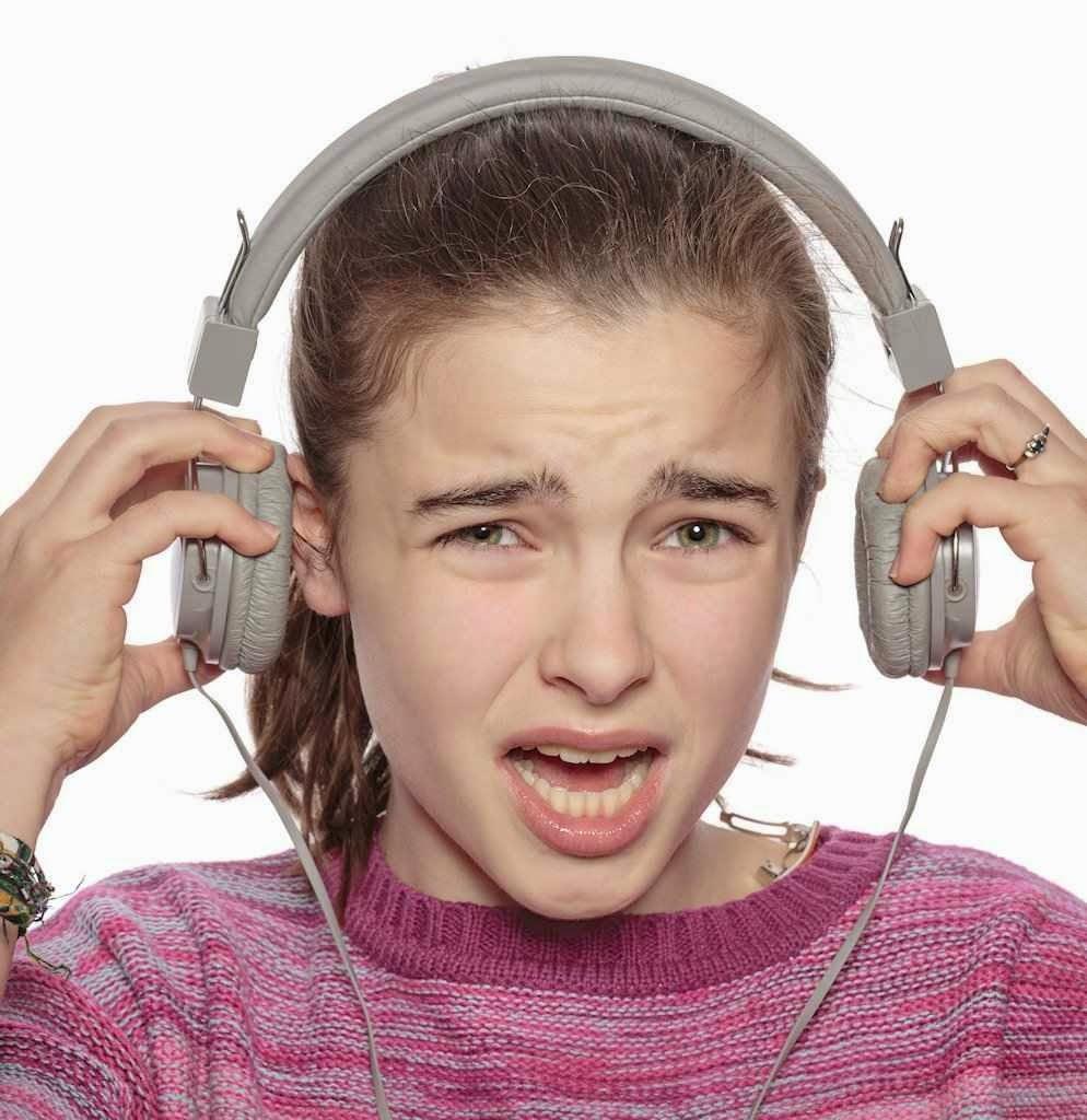 Organização Mundial da Saúde: nada é tão prejudicial para a audição  como usar os fones de ouvido durante várias horas por dia