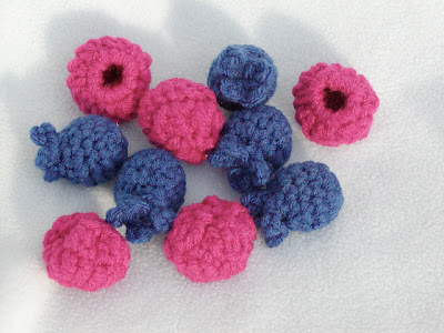 free crochet pattern raspberries and blueberries