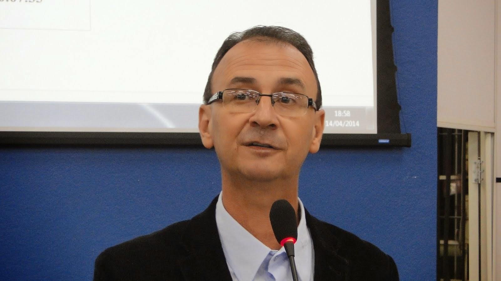 JAIR WINGERT PEDE MELHORIAS NO CENTRO MATERNO