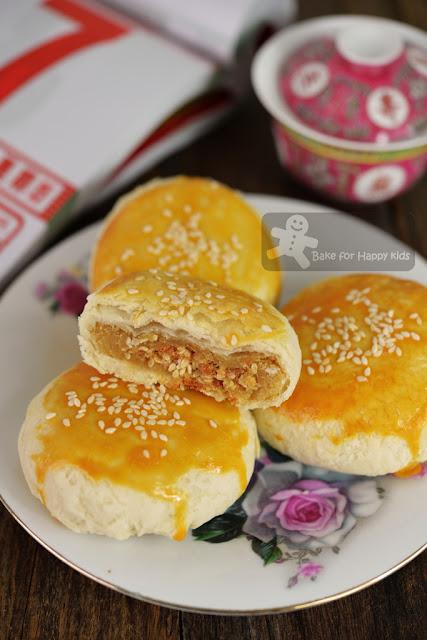 Teochew chao zhou pork meat floss lotus paste flaky mooncake