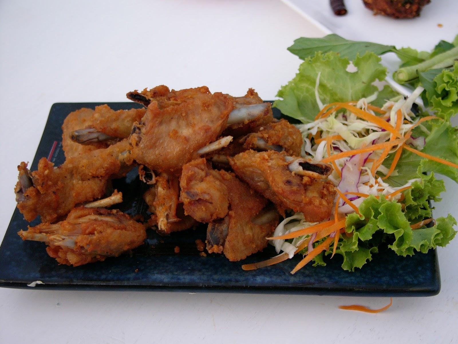 Plearn U Ra Restaurant, Mun River, Ubon. | Bestof2Worlds
