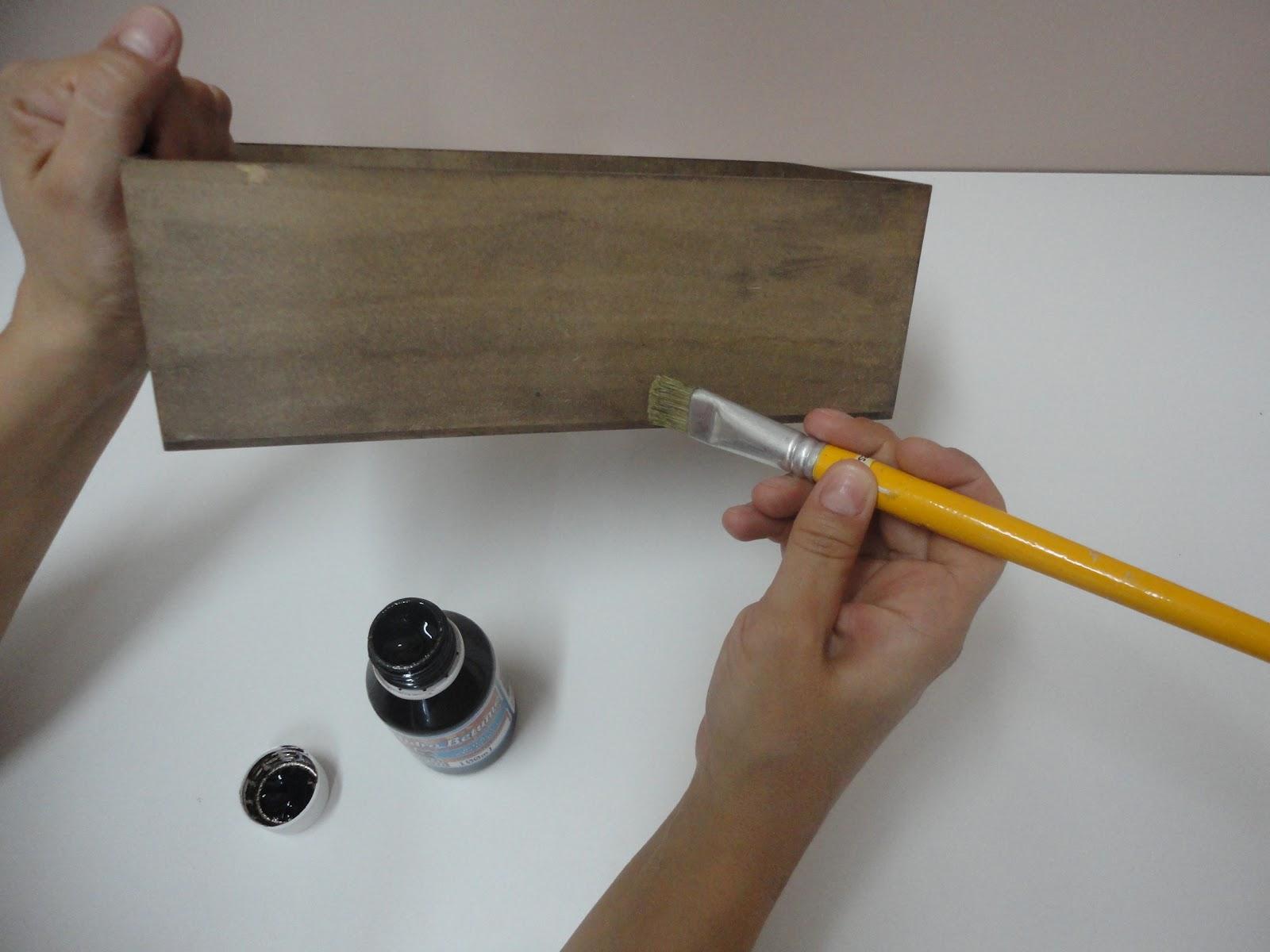 revestir toda a caixa com as lascas de madeira ou pintar de outra cor #B88611 1600x1200