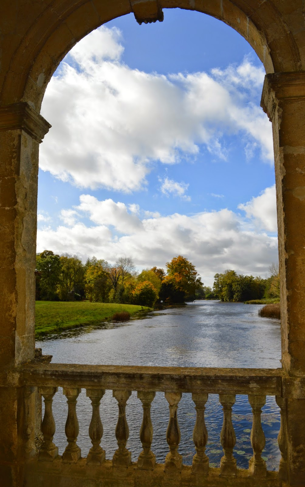 Stowe, grounds, gardens, folly, landscape, Capability Brown, architecture, follies, 18th Century, temple, Palladian, UK, English, photo, pictures, photographs, examples,