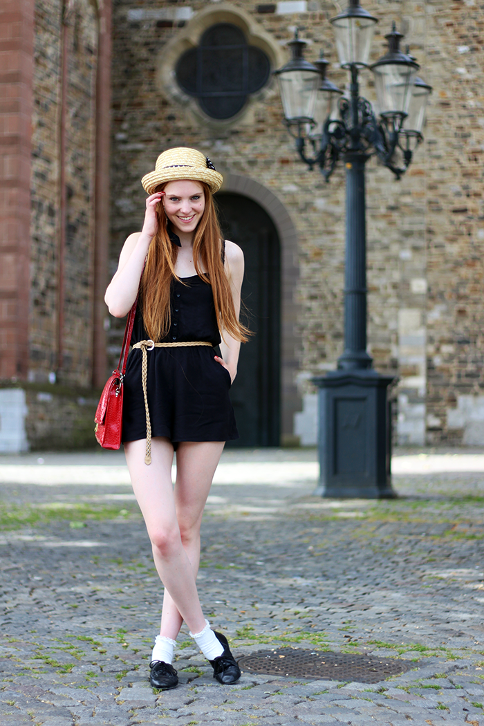 Pinkpop festival outfit fashion blogger amsterdam playsuit straw hat brogues lace socks