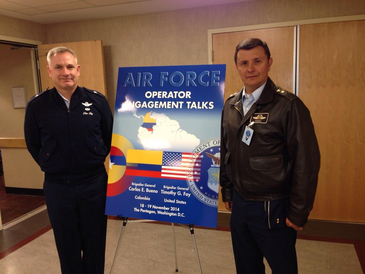 """Concluyó la reunión de """"Diálogos de Entendimiento Operacional"""" en Washington entre las fuerzas aéreas de Colombia y Estados Unidos, a la cual asistió una delegación de ocho integrantes de la Fuerza Aérea Colombiana, liderada por el Jefe de Operaciones Aéreas de la Institución."""