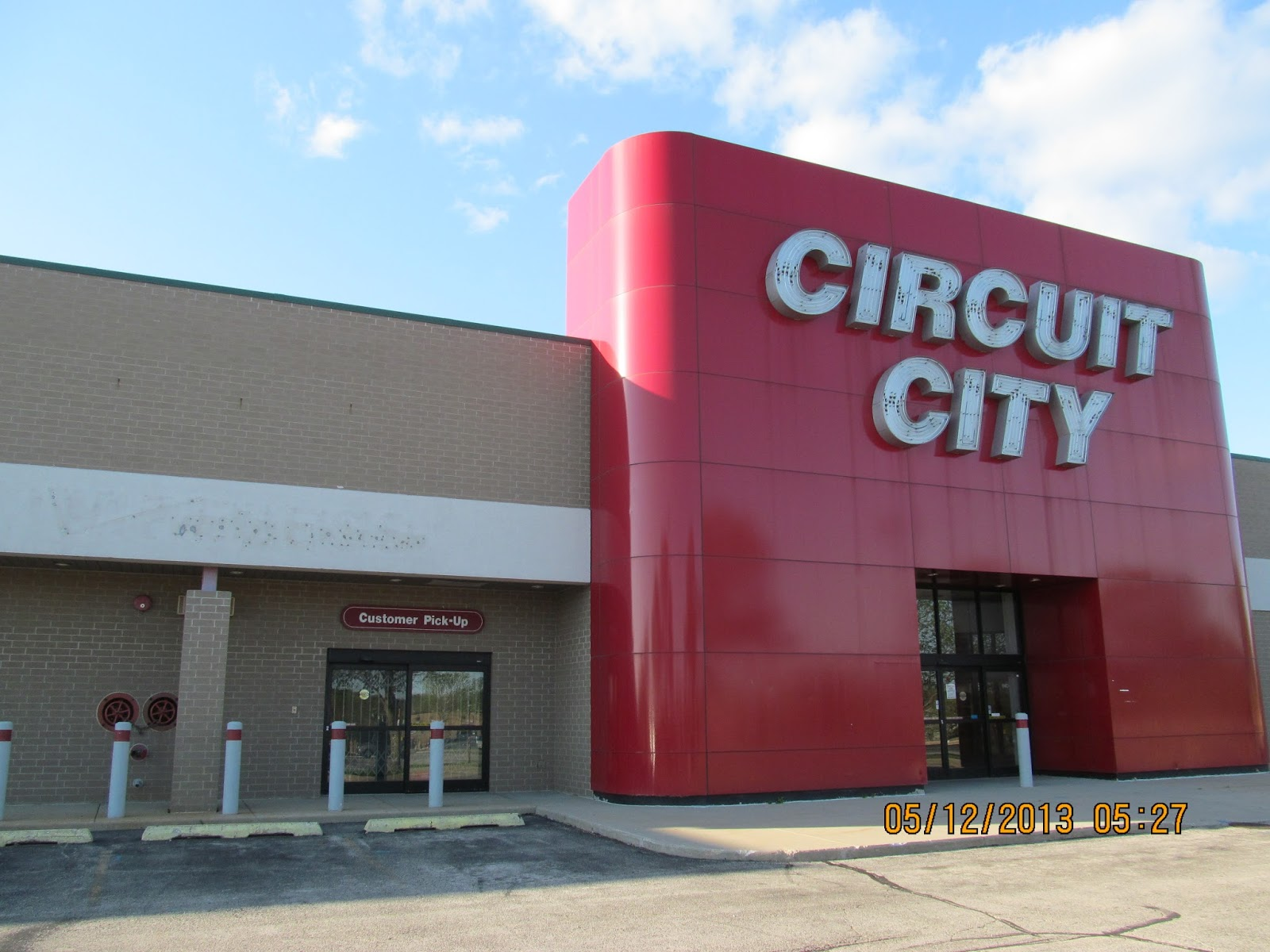 what happened to circuit city But circuit city's relaunch is already stumbling out of the gate the company announced it would  neither happened holiday sales collapsed.