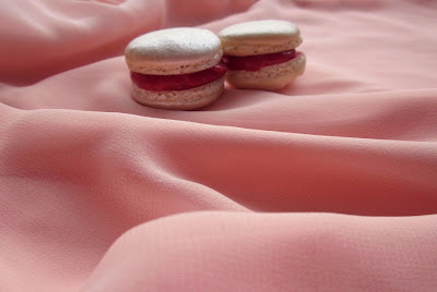 Christmas Macarons + Cranberry Curd
