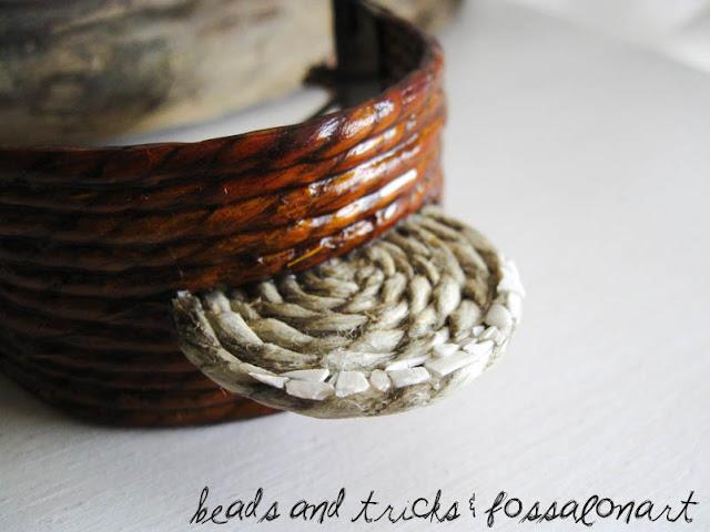 Collana in  rame, corda e frammenti di conchiglia