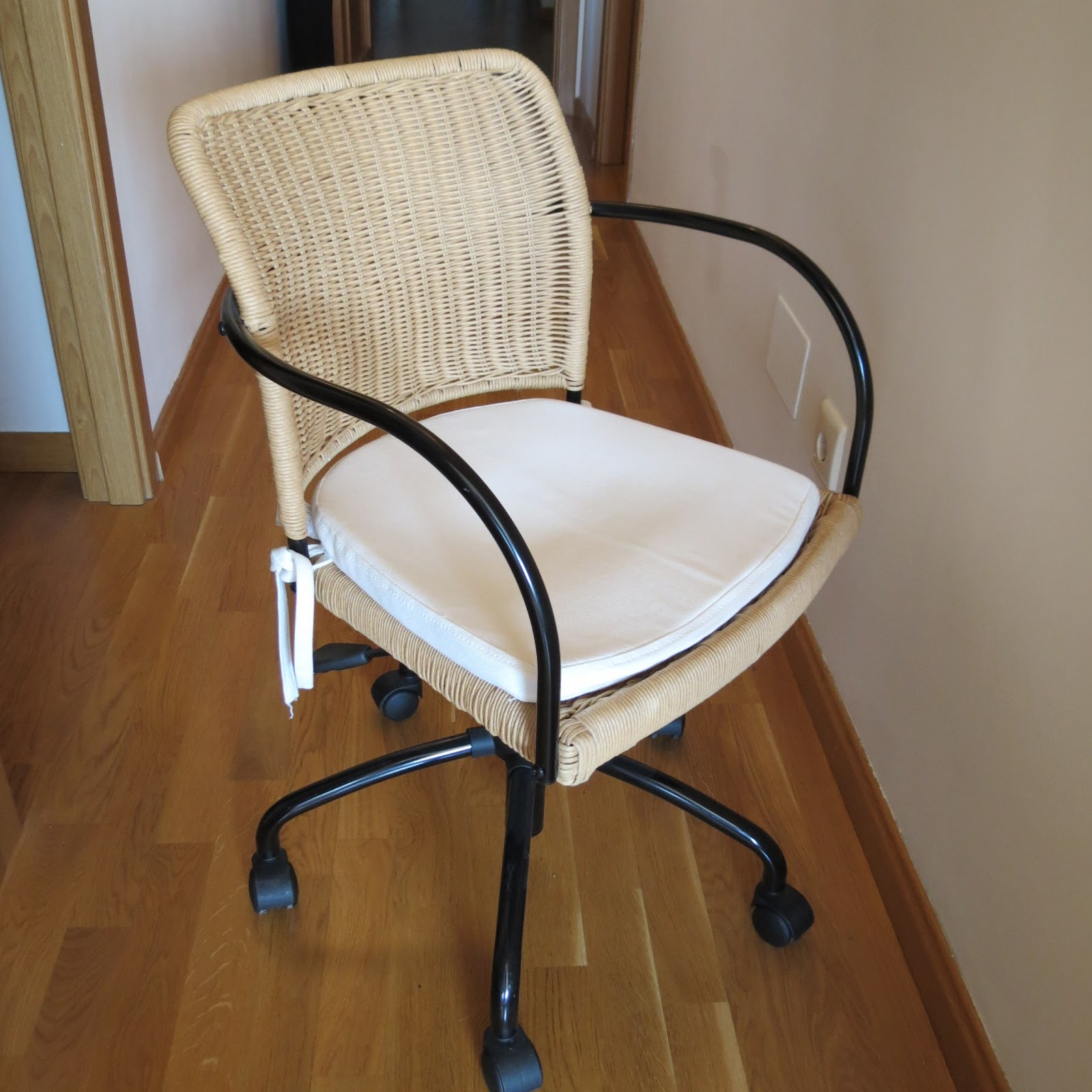 Vendemos nuestras cosas silla giratoria y con ruedas ikea for Fundas de sillas ikea
