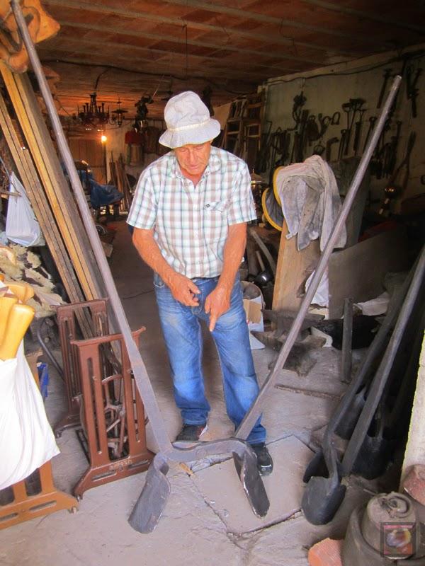 Julián Larrea en el Caserío Monto en Gorostiza, El Regato, Barakaldo (Bizkaia)