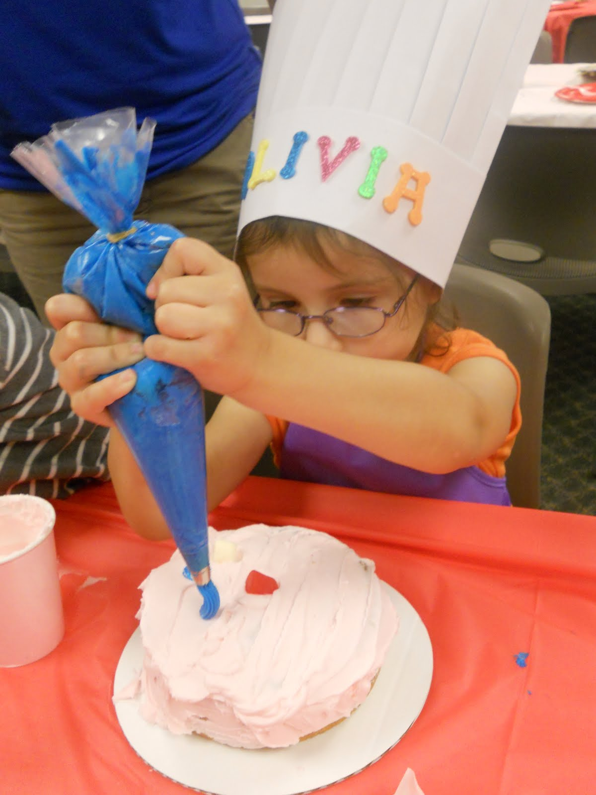 Cake Decorating Jokes : my stay-at-home momma drama: Megan s Cake Decorating Party
