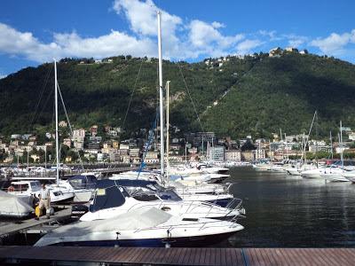 La Ciudad de Como conserva notables monumentos. El Lago de Como está formado en la hendidura originada por el glaciar del Adda, y tiene forma de Y invertida.