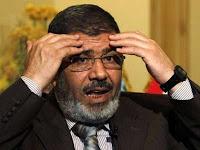 جهة سيادية تضغط على مرسي لابقاء وزيرين من عهد مبارك بالحكومة.. وابو النجا:خلفهما سر كبير