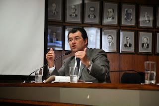 Braga questiona preço de passagens aéreas em audiência no Senado