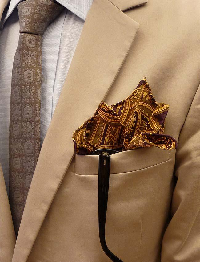 patterns-tie-pocket square-camel suits-blazer-sunglasess-men-fashion-como una aparición