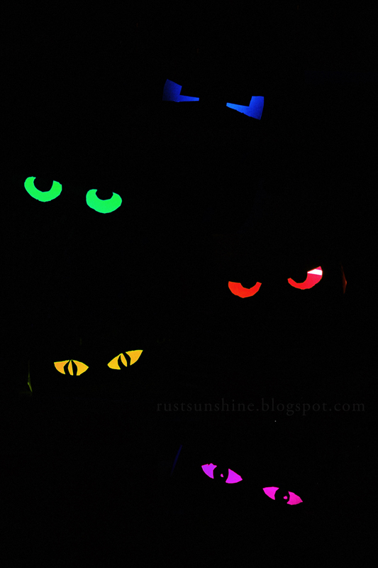 glowing eyes - Glow Stick Halloween Decorations