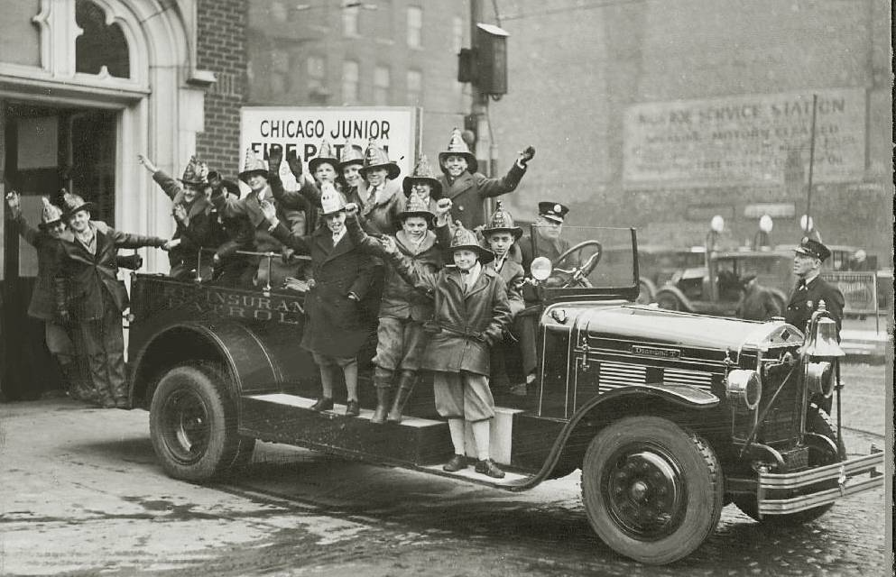 PHOTO+-+CHICAGO+-+FIRE+DEPARTMENT+-+JUNIOR+FIRE+PATROL+-+BOYS+ON+FIRE+TRUCK+IN+HELMETS+-+1929.jpg