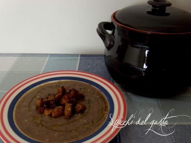 Orzotto alla montanara con lenticchie e crostini